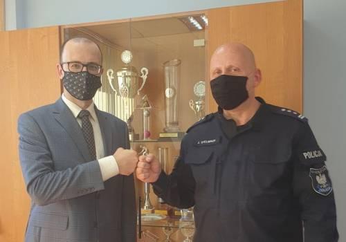 Wójt Hażlacha oraz Komendant KPP w Cieszynie / fot. mat.pras.