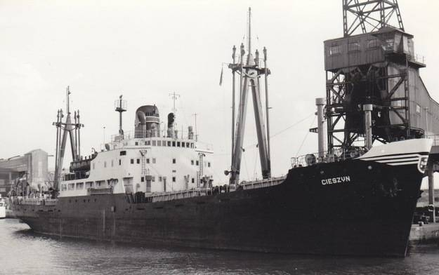Okręt SS Cieszyn powstały po wojnie / źródło: Fotografie z archiwum Polskiej Żeglugi Morskiej w: interia.pl
