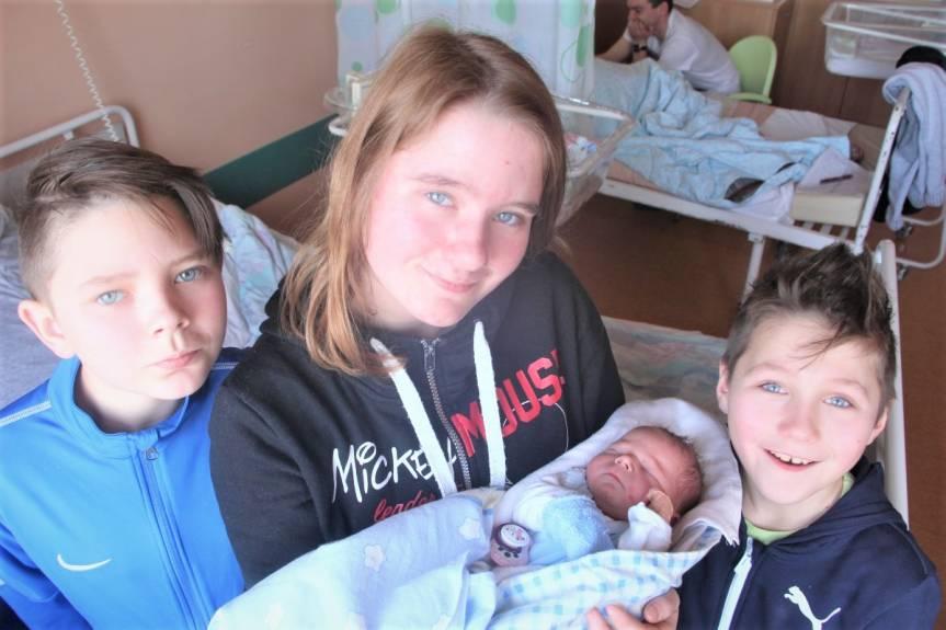Syn Moniki i Adama Czylok z Chybia z rodzeństwem Klaudią, Kamilem i Patrykiem.