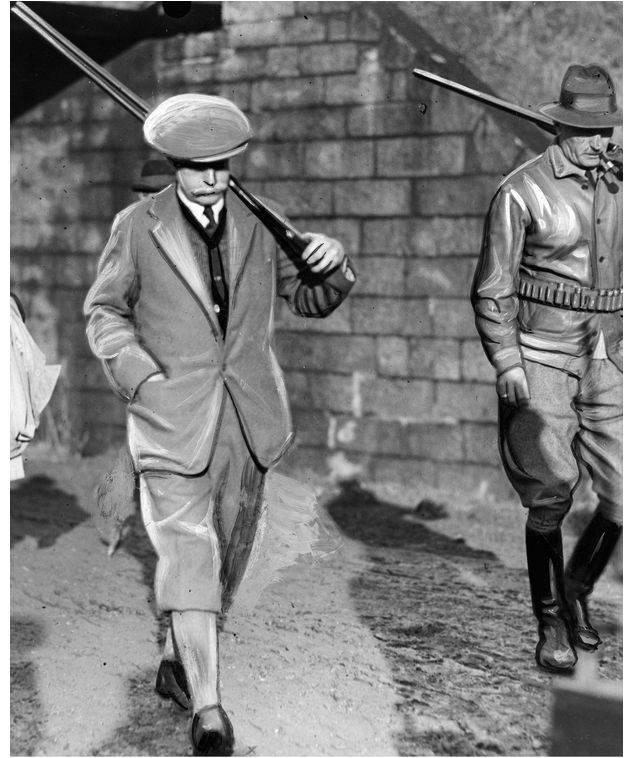 Ambasador Wielkiej Brytanii w Polsce William Erskine (z lewej) i attache amerykański mjr Emer Yeager w drodze na stanowiska / fot. Narodowe Archiwum Cyfrowe