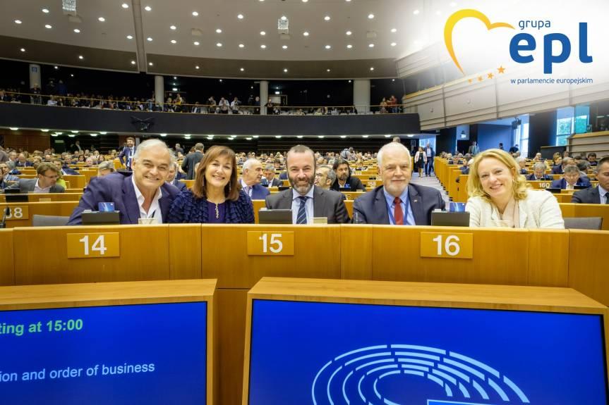 Fot. 2 Wiceprzewodniczący grupy EPL w Parlamencie Europejskim Jan Olbrycht z członkami Prezydium Grupy Europejskiej Partii Ludowej, w tym przewodniczącym Manfredem Weberem, po zakończeniu pierwszego dnia sesji plenarnej w Brukseli, 09/10/2019, © Martin Lahousse, EPPGroup