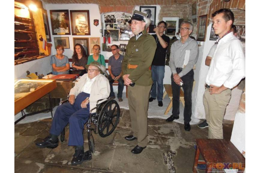 Muzyk z orkiestry obozowej odwiedził Muzeum 4 PSP w Cieszynie / fot. Mariusz Jaszczurowski