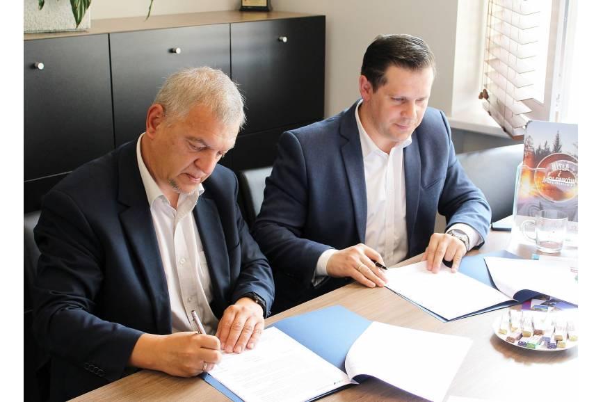 Burmistrzowie Ustronia i Wisły podpisują porozumienie
