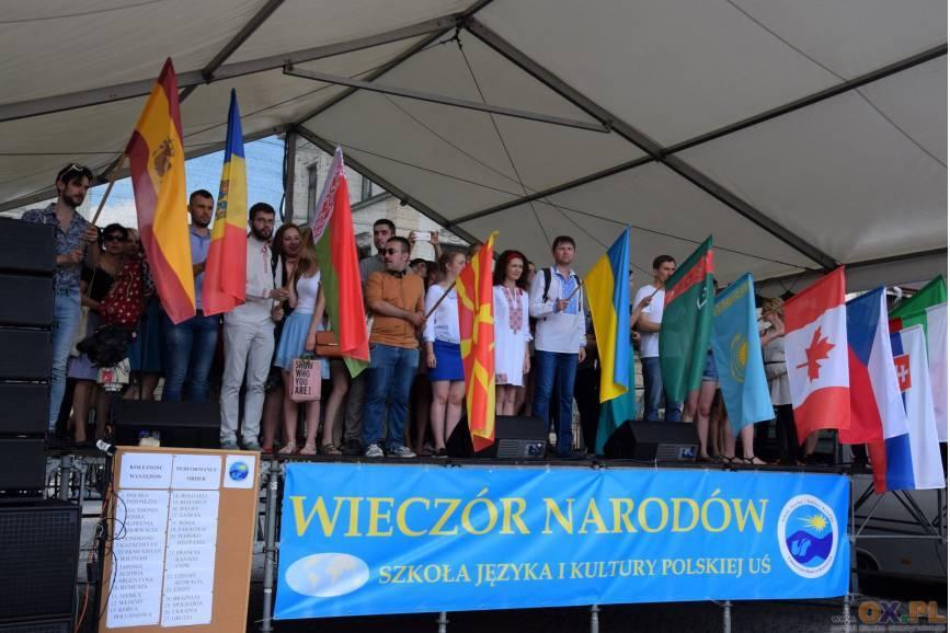 Kulminacyjnym momentem wydarzenia jest wieczór narodów. Fot: arc.ox.pl