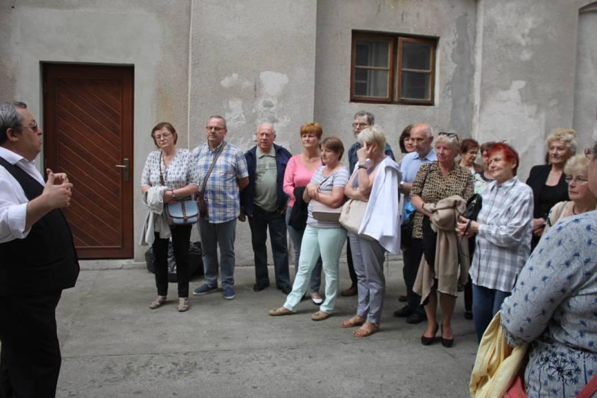 Studenci UTW w trakcie jednej z wycieczek. Fot. JŚ