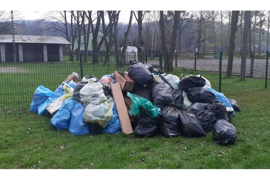 Śmieci zebrane w Dzięgielowe, fot. T. Lenkiewicz