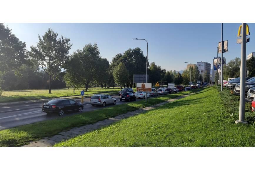 poranne korki na ulicy Katowickiej w Cieszynie/ fot. JŚ