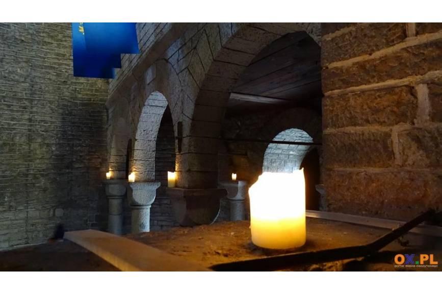 Rotunda św. Mikołaja w Cieszynie - zwiedzanie w świetle świec z towarzyszeniem chorałów gregoriańskich / fot. MSZ