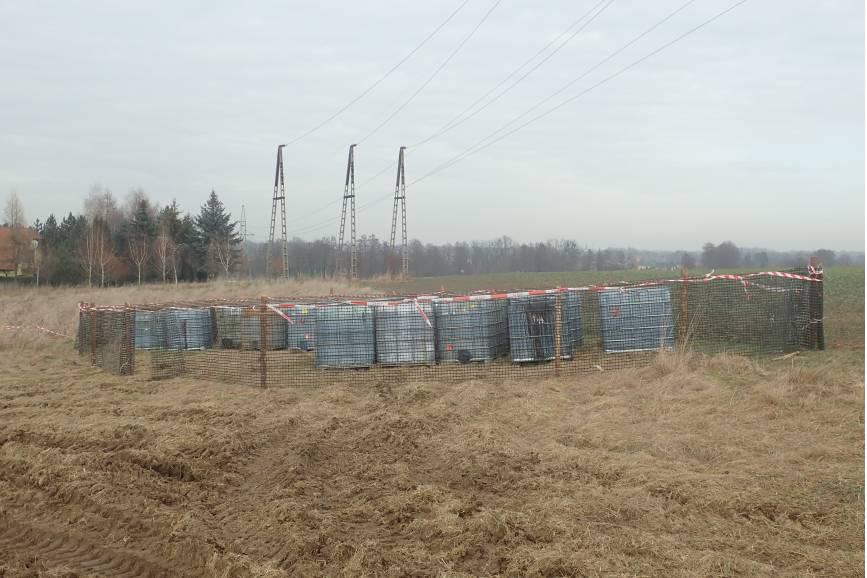 Odpady znajdujące się na polu