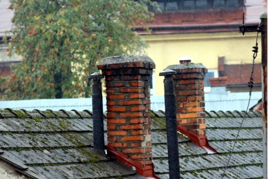 Stare piece i dym z komina można wymienić na nowe, które będą ekologiczne. fot. ARC  OX.PL