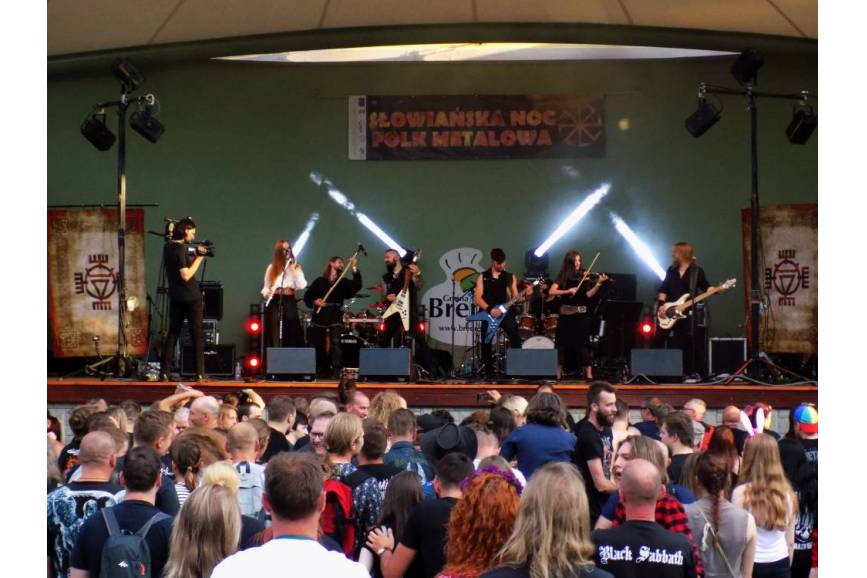 Velesar podczas koncertu na ubiegłorocznej Słowiańskiej Nocy Folk Metalowej w Brennej. Fot. KR/ox.pl