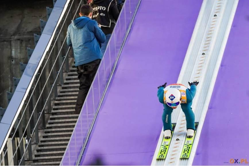 Skoczkowie zamykający konkurs, w tym Kamil Stoch, nie mieli zbyt dużo szczęścia do warunków, fot. Bartłomiej Kukucz