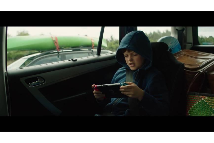 """Kadr z filmu """" Czworo dzieci i coś"""""""